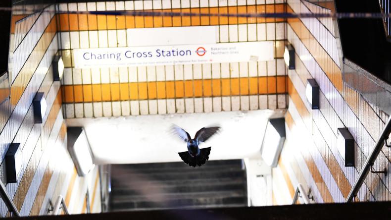 La police londonienne évacue la gare de Charing Cross alors qu'un homme affirme porter une bombe