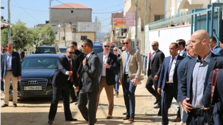 La voiture du Prince William lapidée par les Palestiniens aux cris «d'Allahu Akbar» à Ramallah