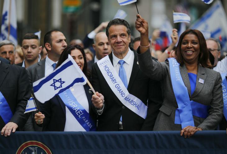 New York : Des dizaines de milliers de personnes défilent pour célébrer les 70 ans d'Israël