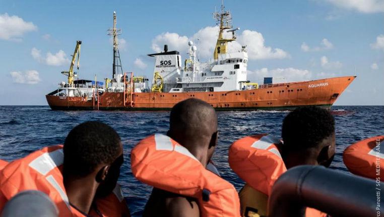 Italie, Matteo Salvini interdit à l'ONG « SOS Méditerranée » de débarquer des centaines de migrants. L'Aquarius contraint d'aller en Espagne
