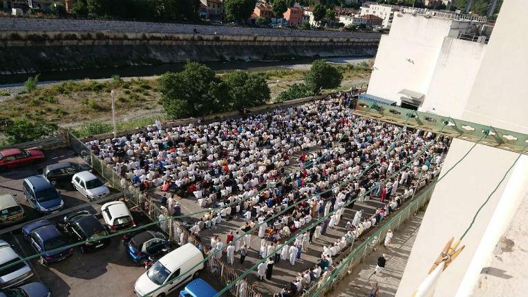 Nice : prière de rue géante dans le quartier de l'Ariane