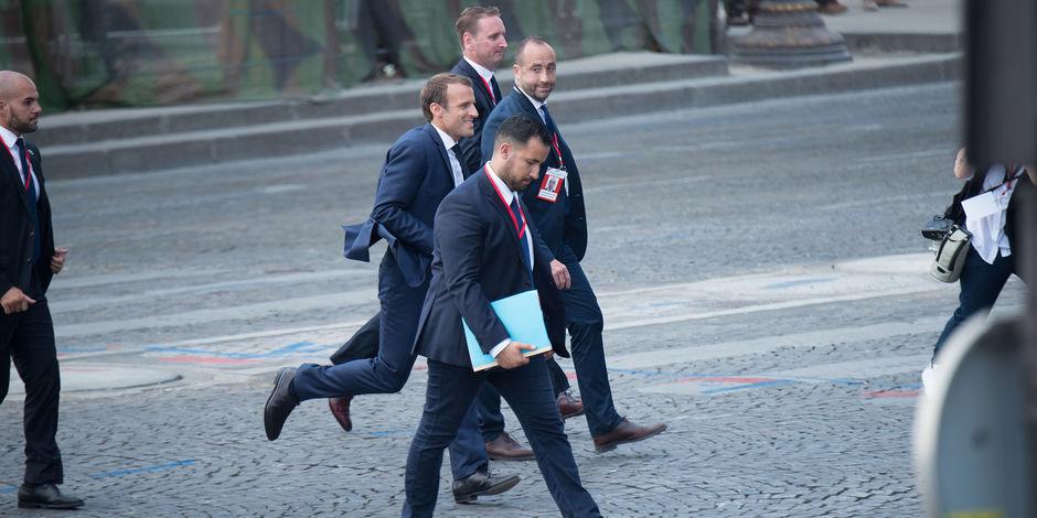 Alexandre Benalla est toujours présent aux côtés de Macron, les images qui infirment la version de l'Elysée