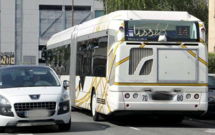 Bron (69) : multirécidiviste à 22 ans et portant un bracelet électronique, il insulte et lapide un chauffeur de bus
