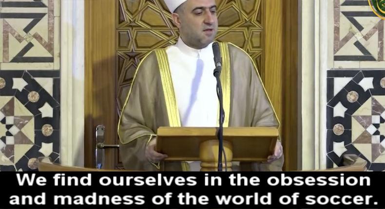 Sermon de l'imam Ali Al-Malla : «Si les Arabes regardent le foot et la Coupe du monde c'est à cause d'un complot sioniste» (Vidéo)