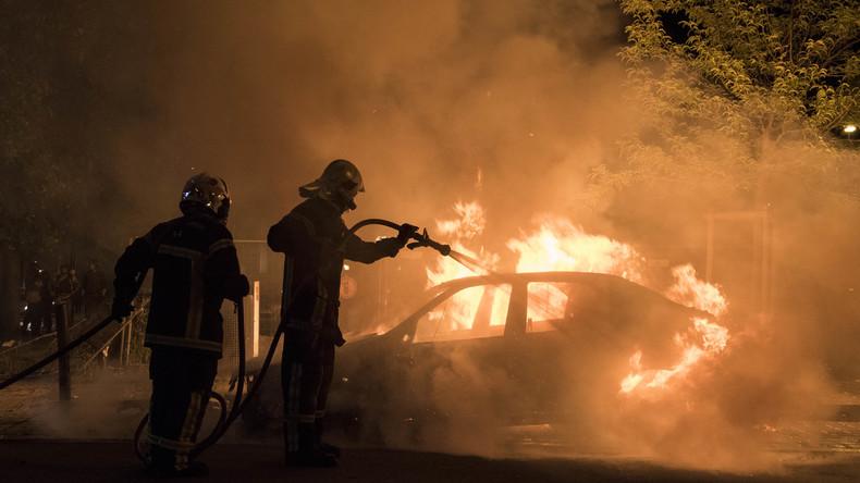 Le ministère de l'intérieur passe sous silence le nombre de voitures brûlées lors des festivités du 14 juillet