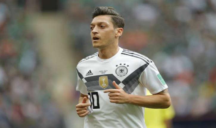 Polémique sur Özil posant avec le dictacteur islamiste Erdogan, il décide de ne plus jouer pour l'Allemagne