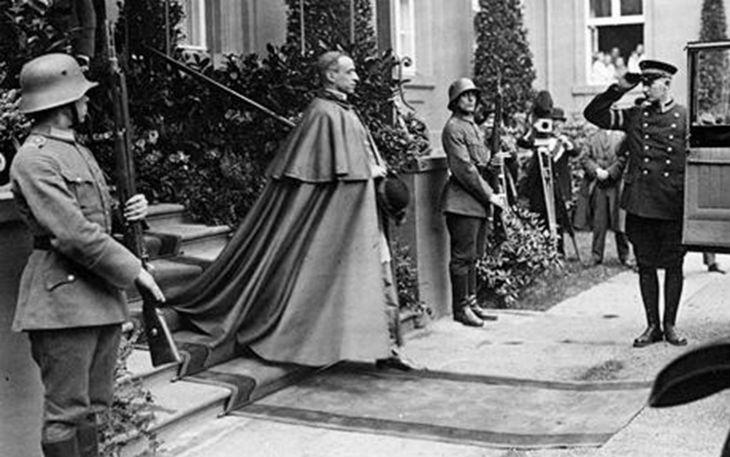 Pie XII et les 10 000 Juifsdéportés de Rome.Octobre 1944
