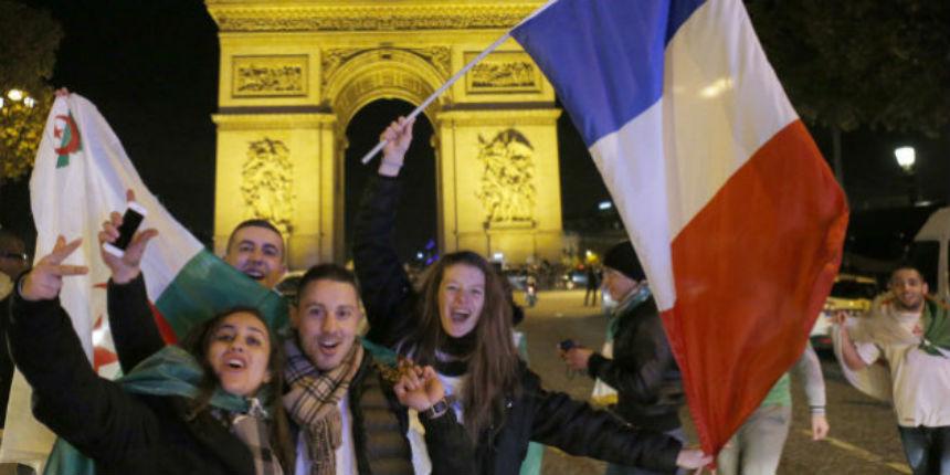 Ils sont frappés par des supporters français pour avoir sorti un drapeau algérien lors de la victoire de l'équipe de France (Vidéo)