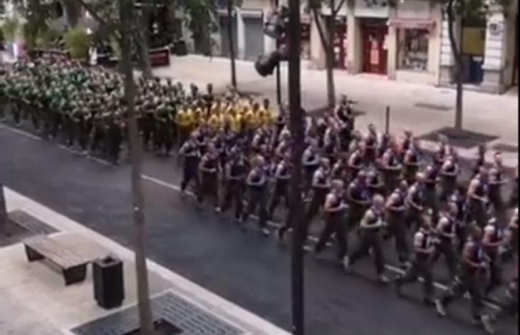 Nîmes : 600 Légionnaires font leur jogging en ville le lendemain matin de la Coupe du monde (Vidéo)