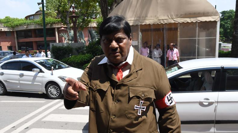 Inde : Un député se rend au Parlement déguisé en Hitler «Je suis venu pour suggérer quelque chose»