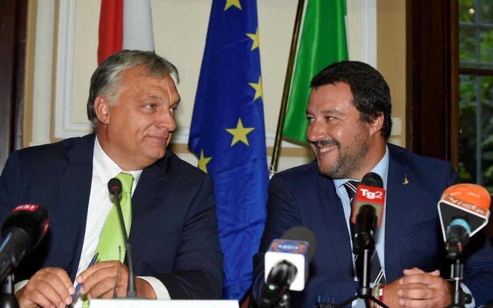 Viktor Orbán : « La Hongrie stoppe les migrants sur la terre ferme, Salvini démontre qu'ils peuvent également être stoppés sur les mers » (Vidéo)