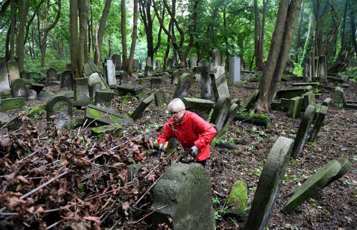 Un cimetière juif en Pologne vandalisé pour la deuxième fois en un mois
