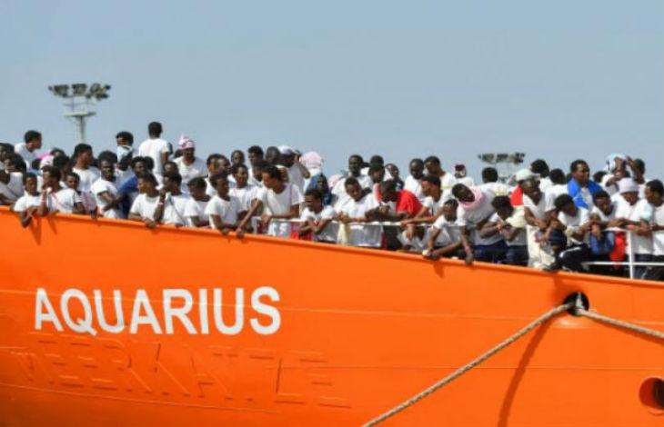 La droite révoltée par la décision de Macron d'accueillir des migrants de l'Aquarius «Irresponsable et court-termiste»