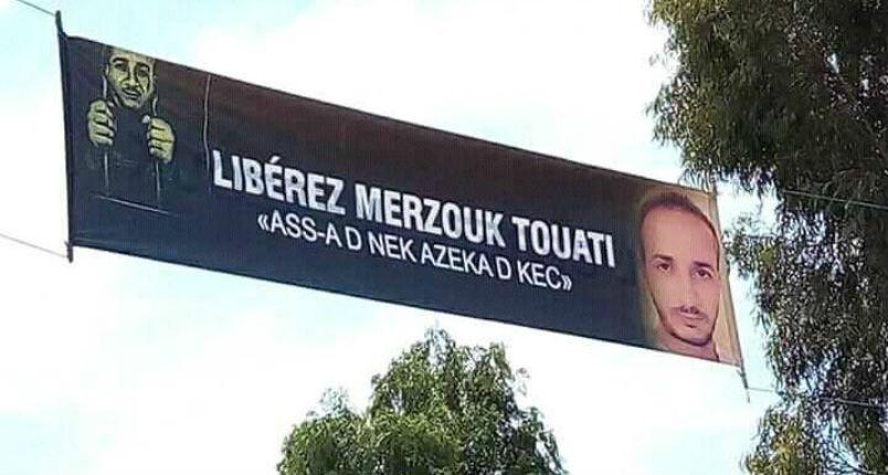 Algérie: Le blogueur kabyle Merzouk Touati condamné à 7 ans de prison ferme pour avoir interviewé un israélien en grève de la faim depuis plus d'un mois