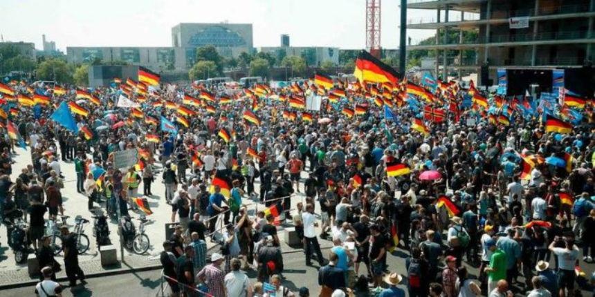 Offenbourg : Des centaines de manifestants après l'assassinat d'un médecin par un migrant. L'extrême-gauche contre manifeste pour réclamer de «la solidarité»… (Vidéo)