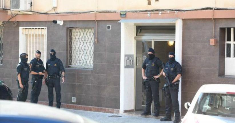 Barcelone : la police abat un islamiste algérien qui avait pénétré dans un commissariat armé d'un couteau en criant «Allah akbar»