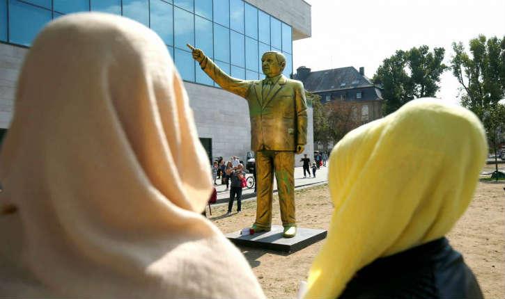 Allemagne: la ville de Wiesbaden retire la statue dorée du dictateur islamiste Erdogan