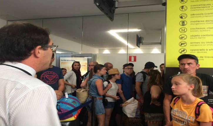 Vol en direction de Tunis : des vacanciers ont passé la nuit à l'aéroport, sans eau ni nourriture