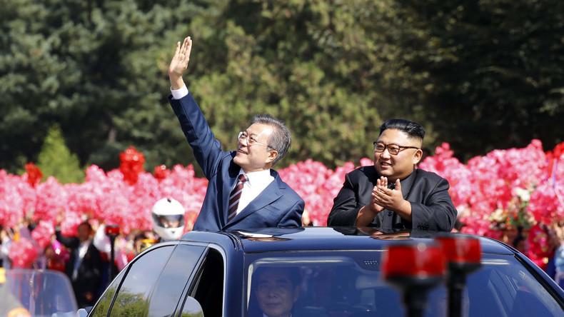 Les deux dirigeants coréens défilent sous les acclamations à Pyongyang (Images)