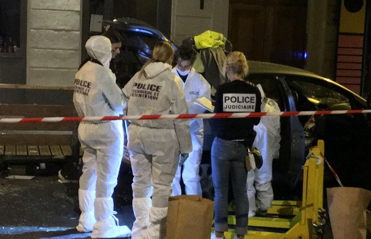 """Attaque à la voiture bélier à Nîmes: un homme criant """"Allah akbar"""" fonce dans la foule, deux blessés. «Pas de terrorisme» selon la version officielle"""