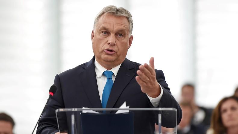 Victor Orban combattra Macron, champion « des forces pro-immigration ». Il salue l'axe anti-migrant Rome-Varsovie