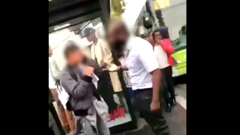 Arcueil: Un chauffeur de bus RATP gifle un jeune qui l'avait insulté. Une pétition est lancée contre sa révocation (Vidéo)