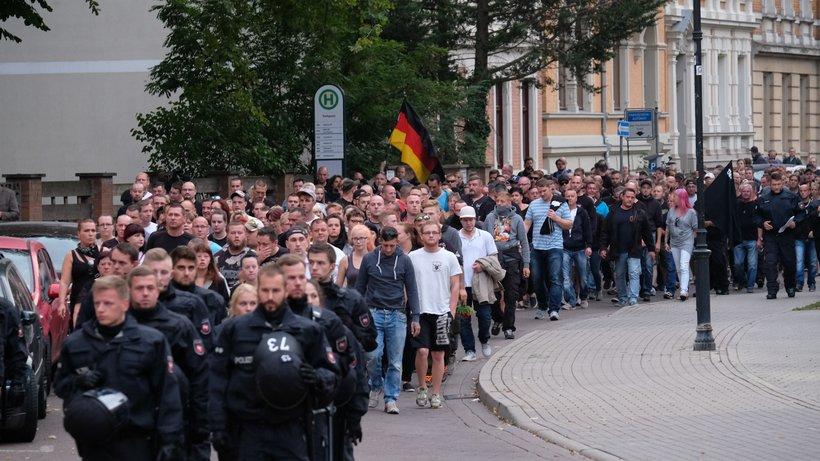 Köthen:  Des milliers d'Allemands manifestent après la mort d'un jeune homme tué par deux Afghans