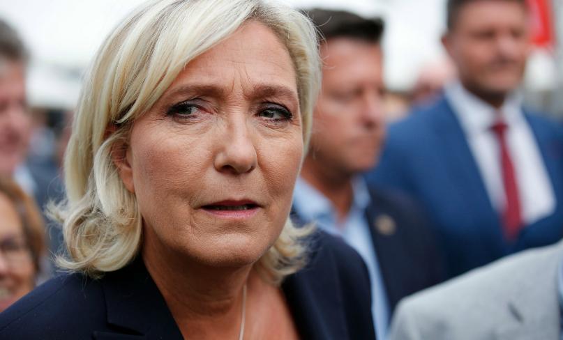 Régis de Castelnau : «Marine Le Pen envoyée devant le psychiatre: on est chez les fous !»