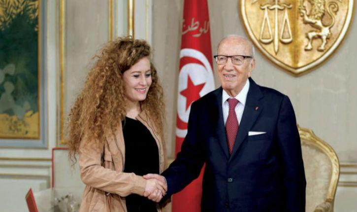 Depuis la Tunisie, Ahed Tamimi incite à de nouvelles attaques contre les Israéliens