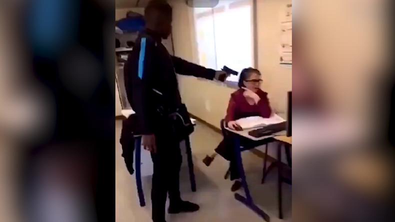 Vidéo choc d'une enseignante braquée par un lycéen racaille : Macron demande à ses ministres d'agir