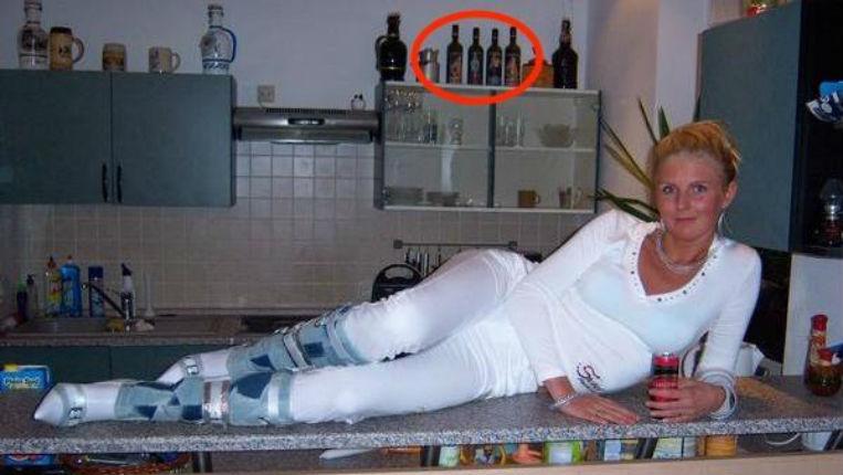 Berlin: Jessica Biessmann, élue AfD au Parlement, s'exhibe avec du vin «Hitler» et des croix gammées