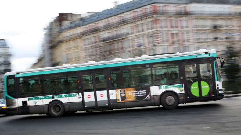 Paris: une jeune femme se voit refuser de monter dans un bus par le chauffeur au motif qu'elle portait une jupe