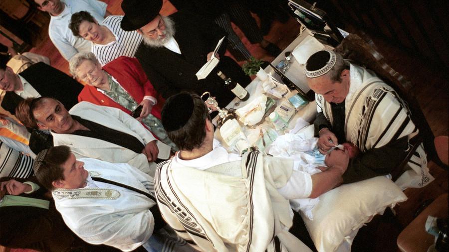 Antisémitisme : Le parti démocrate suédois dépose une motion pour interdire la circoncision des bébés