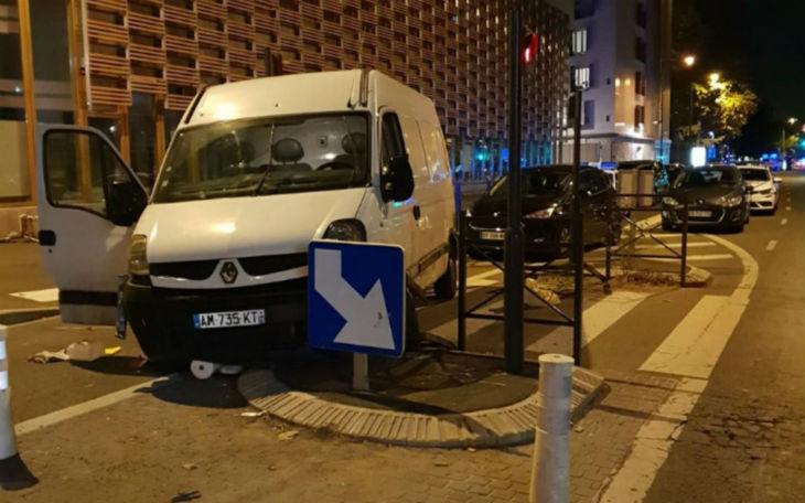 Saint-Denis : attaque d'une camionnette fonçant sur des piétons. Le conducteur neutralisé (Vidéo)