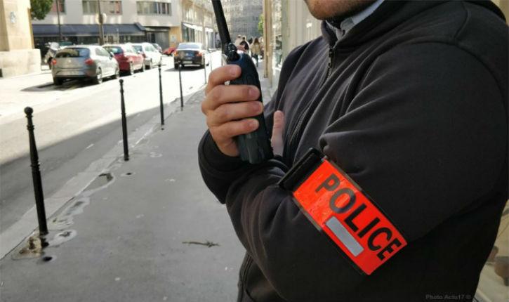 Lyon: un homme interpellé après avoir mis le feu à sa voiture avec des bonbonnes de gaz dans le parking d'un centre commercial
