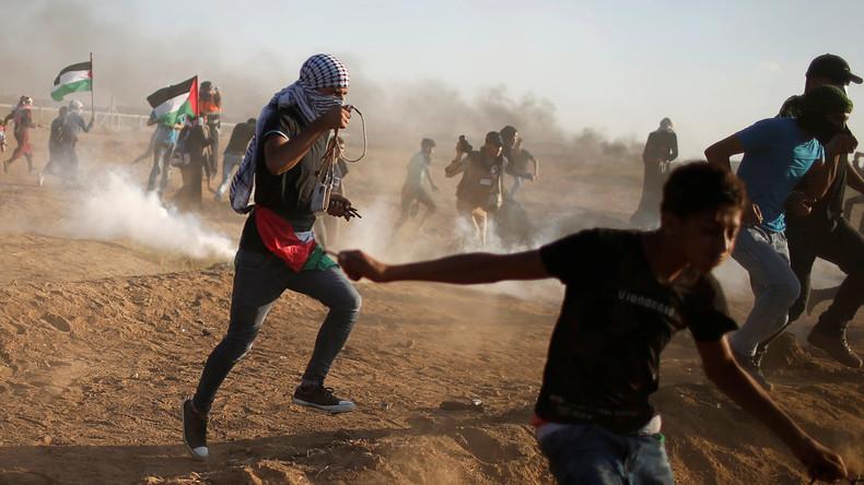 L'équipe de Fox News contrainte de fuir alors que les Palestiniens lancent des grenades à la frontière avec Gaza lors d'une manifestation «pacifique» selon les médias français (Vidéo)
