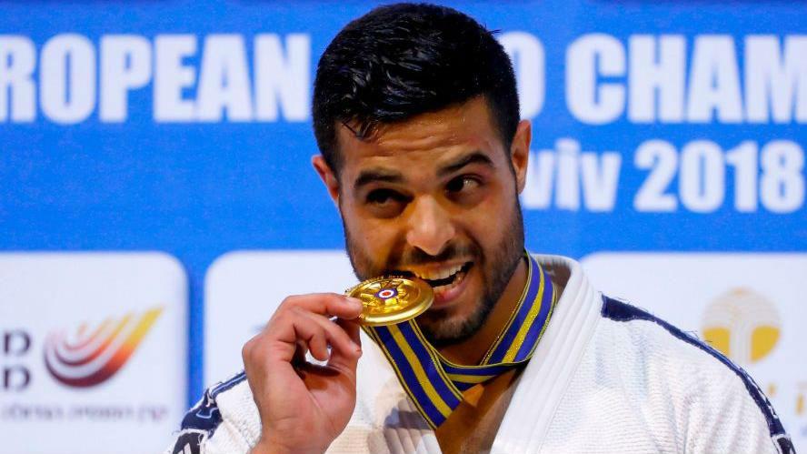 L'hymne israélien joué pour la première fois à Abou Dhabi pour la médaille d'or de judo remportée par Sagi Muki