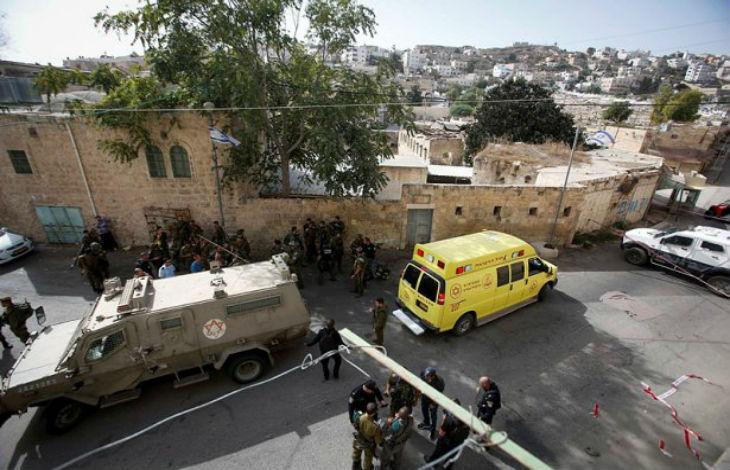Un terroriste palestinien blesse un soldat de Tsahal lors d'une attaque à Hébron, occupée par les Arabes