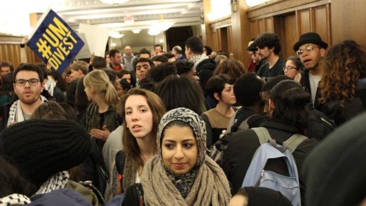 Michigan: des masses islamiques opèrent dans les universités comparant Bibi à Hitler