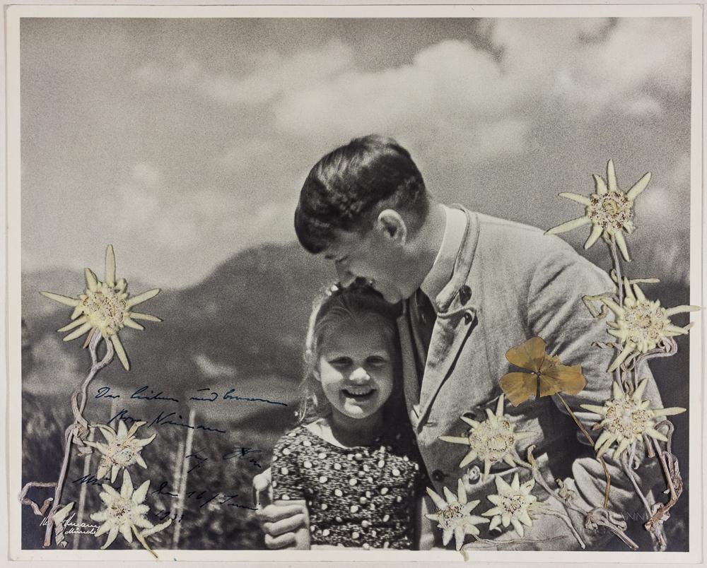 Adolf Hitler avec Bernile Nienau dont la grand-mère était juive