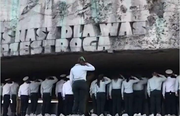 Shoah : 70 ans après des soldats de Tsahal chantent l'hymne national israélien au camp de Majdanek