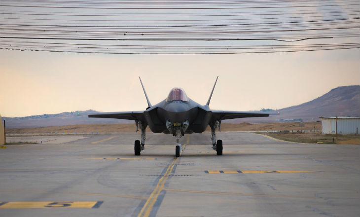 Israël : 2 nouveaux avions de combat furtifs F-35I arrivent à la base aérienne de Nevatim