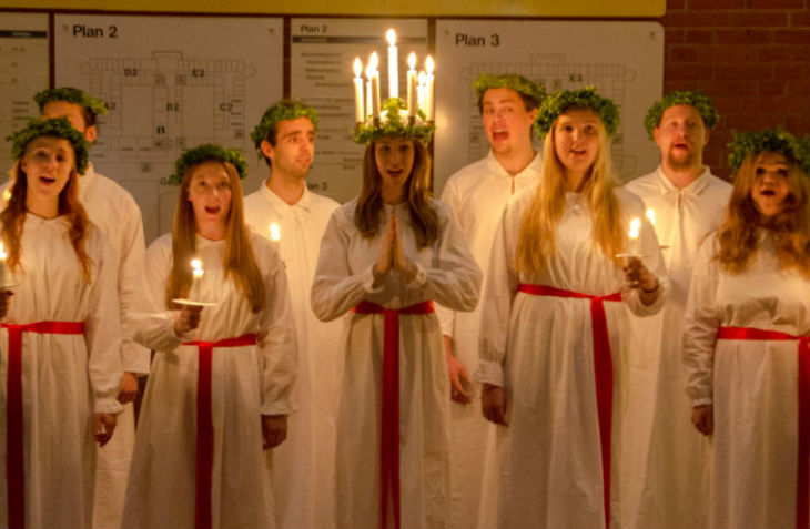 Des écoles suédoises interdisent les célébrations chrétiennes de Lucia mais célèbrent le voyage de Mahomet au paradis