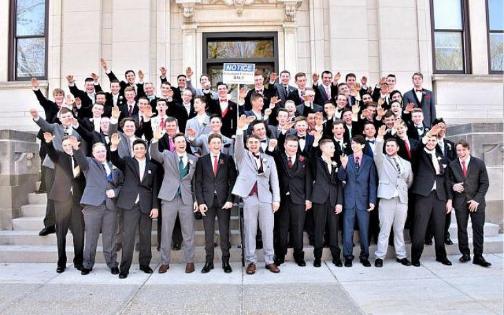 Etats Unis: Un groupe d'étudiants américains photographié faisant le salut nazi fait scandale