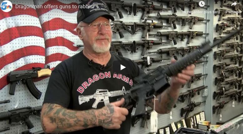 Le propriétaire d'un magasin d'armes offre un AR-15 gratuit ou une arme de poing aux rabbins (Vidéo)