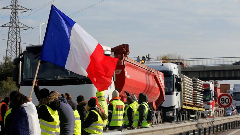 Un collectif de «gilets jaunes» du Val-d'Oise veut un référendum sur la démission d'Emmanuel Macron