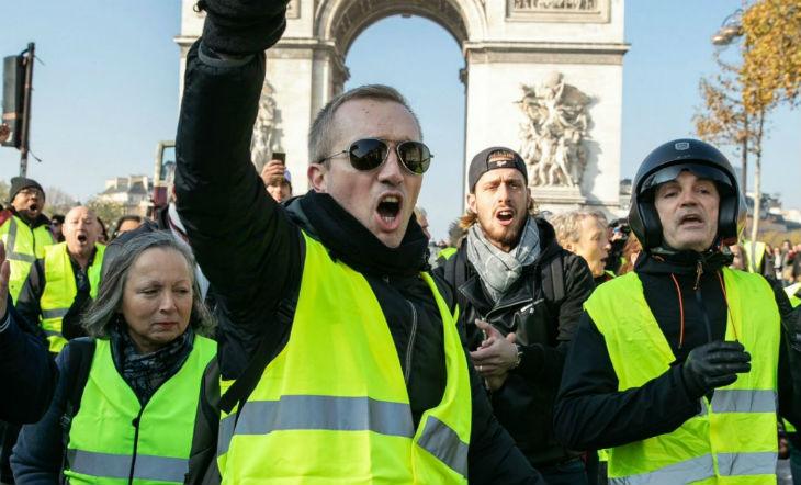 « Radicalisation »: les gilets jaunes, des djihadistes comme les autres ? Certains médias s'emploient à discréditer le mouvement