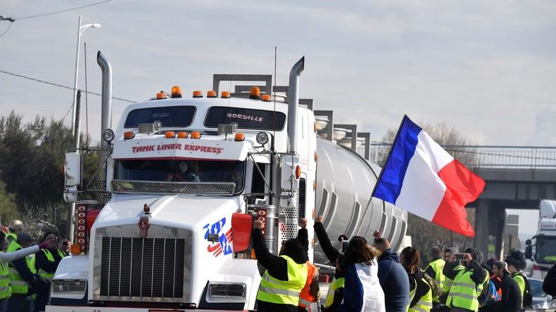 Somme : des «gilets jaunes» remettent aux gendarmes des migrants cachés dans un camion (Vidéos)