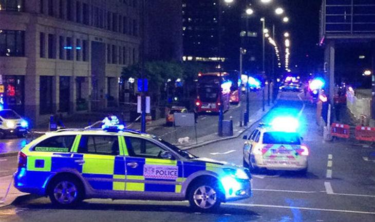 Londres : Un homme décrit comme «musulman» attaque une femme à la machette à Charlton