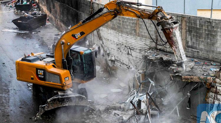 Des palestiniens créent des bâtisses illégales, Israel les détruit, l'Union Européenne condamne